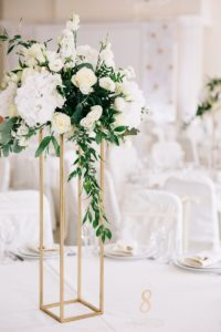Tischdeko Hochzeit weiß gold