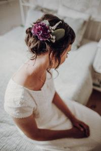 Brautfrisur hochgesteckt Boho Waldhochzeit