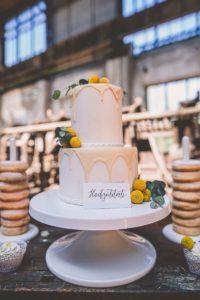 Hochzeitstorte weiß gelb