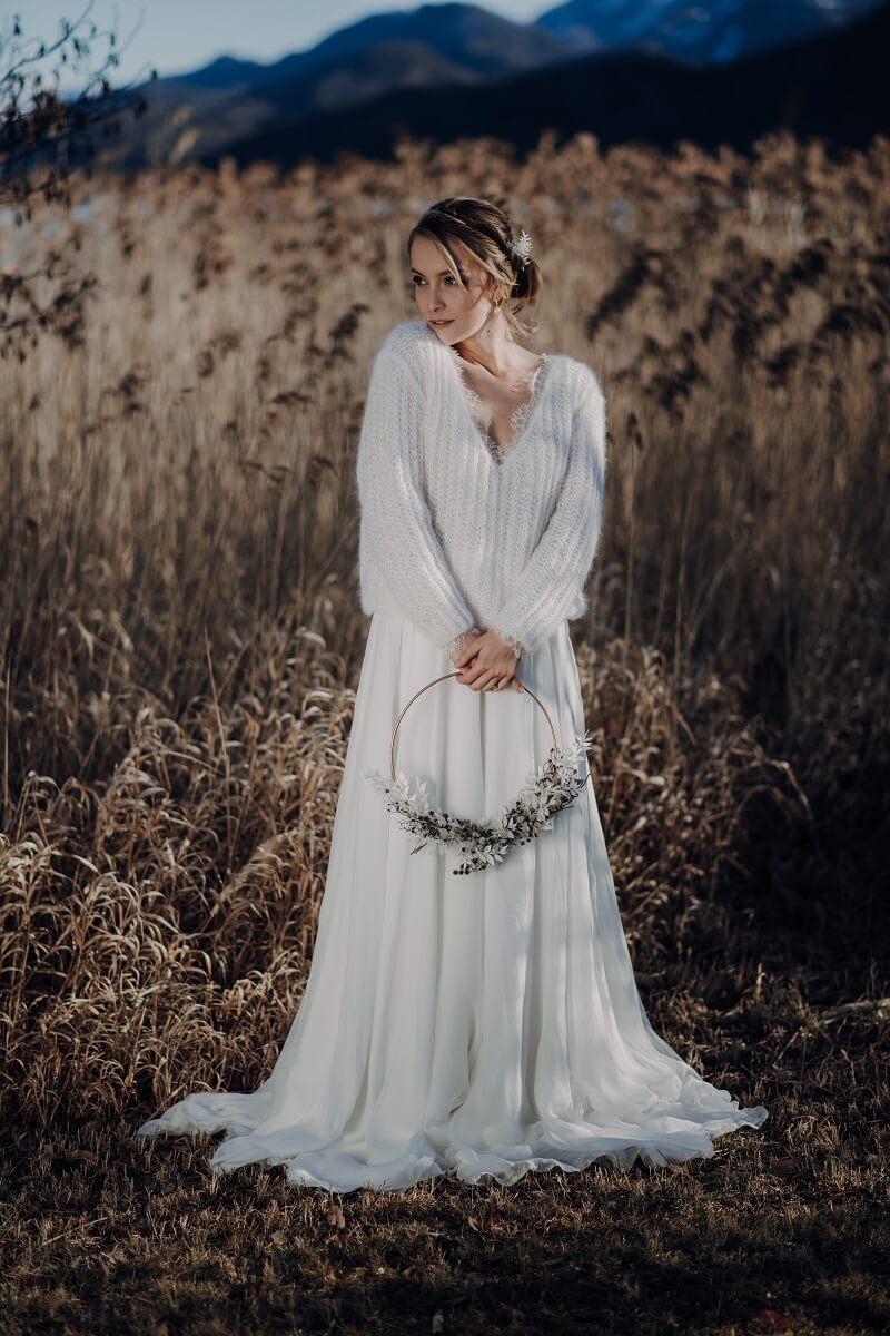Winter Braut, Braut Pullover, Braut Jacke, Foto: Claudia Weaver, Bridal Dress: Julia Sophie, Bridal knitwear: marryandbride knitted couture