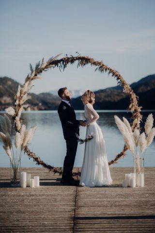 Hochzeitsbogen rund, Pampasgras Hochzeit, Foto: Claudia Weaver