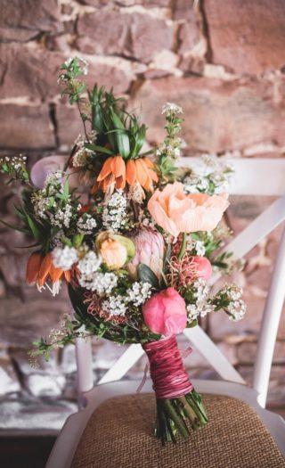 Tropischer Brautstrauß in Koralle und Orange, Sommer Brautstrauß