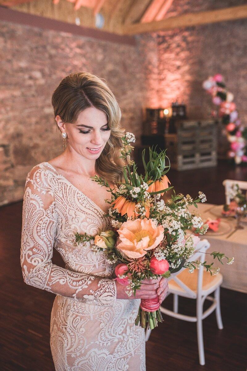 Tropical Wedding Braut mit Brautstrauß
