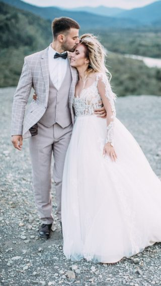 Hochzeitsanzug hellgrau sommerlich