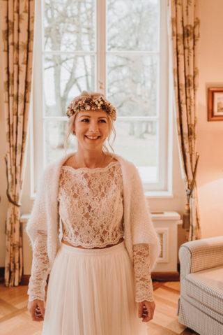 Brautstyling Winter, Foto: Viktoria Preß Fotografie, Brautmode: Anziehungskraft Hochzeitsmode