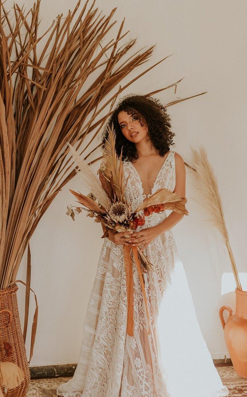 Boho Brautstrauß mit getrockneten Blumen und Gräsern