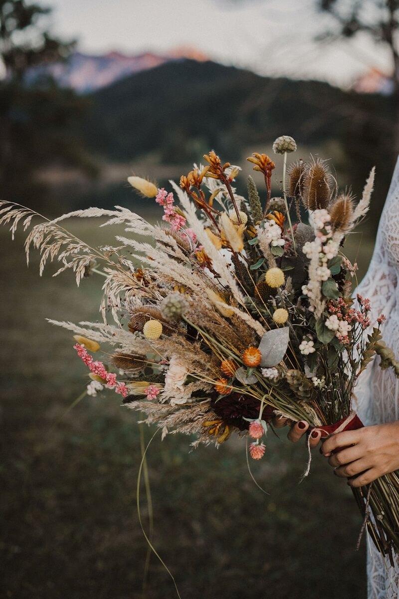 Boho Brautstrauß mit Trockenblumen