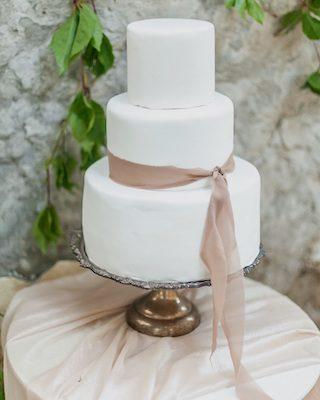 Hochzeitsdeko mit Stoffen