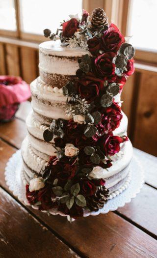 Hochzeitstorte Blumen Deko Weinrot