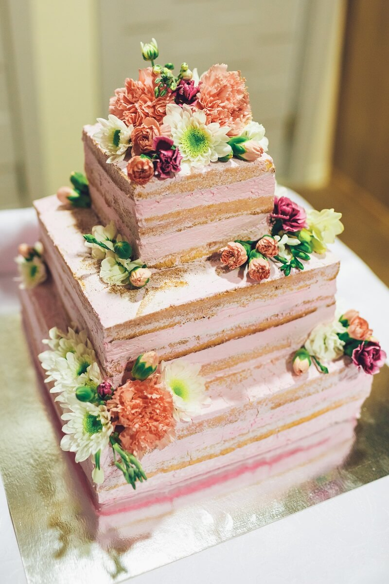 Hochzeitstorte eckig mit Blumen