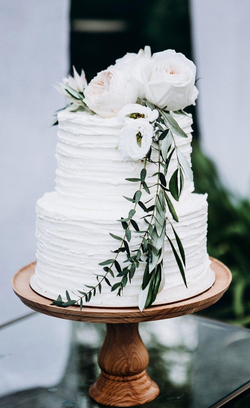 Hochzeitstorte weiß grün, Hochzeitstorte mit Blumen