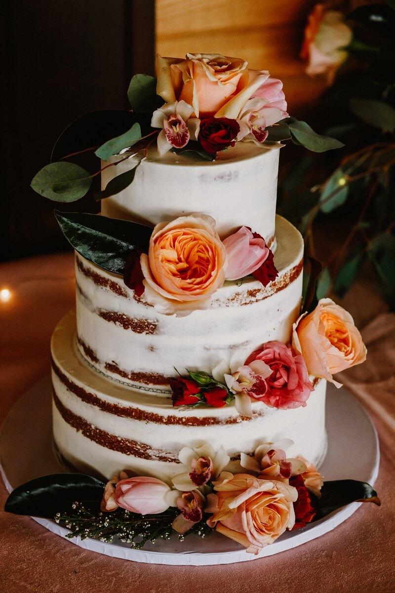 Naked Cake Hochzeit mit Blumendeko