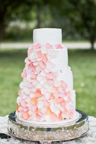 Hochzeitstorte mit essbaren Blüten, Blumen Deko Hochzeit