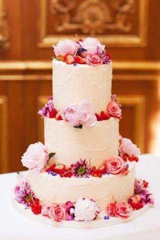 Hochzeitstorte mit Blumen Rosa