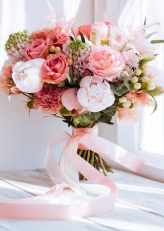 Brautstrauß in Rosa und Koralle