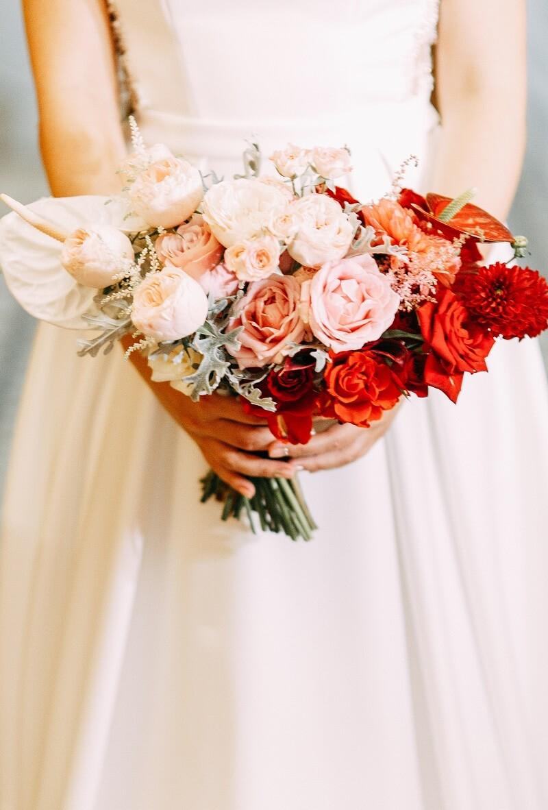Brautstrauß Weiß und Rot im Ombre Look