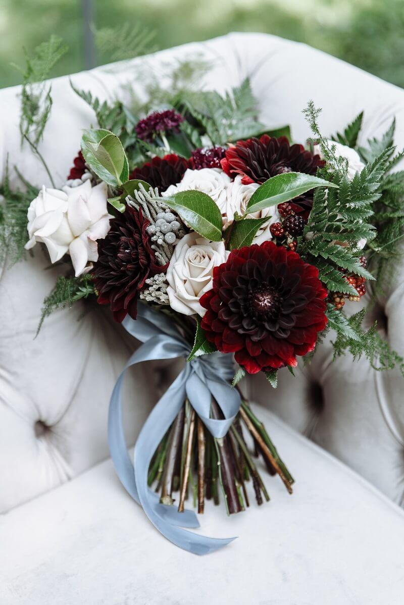 Brautstrauß in Burgunder