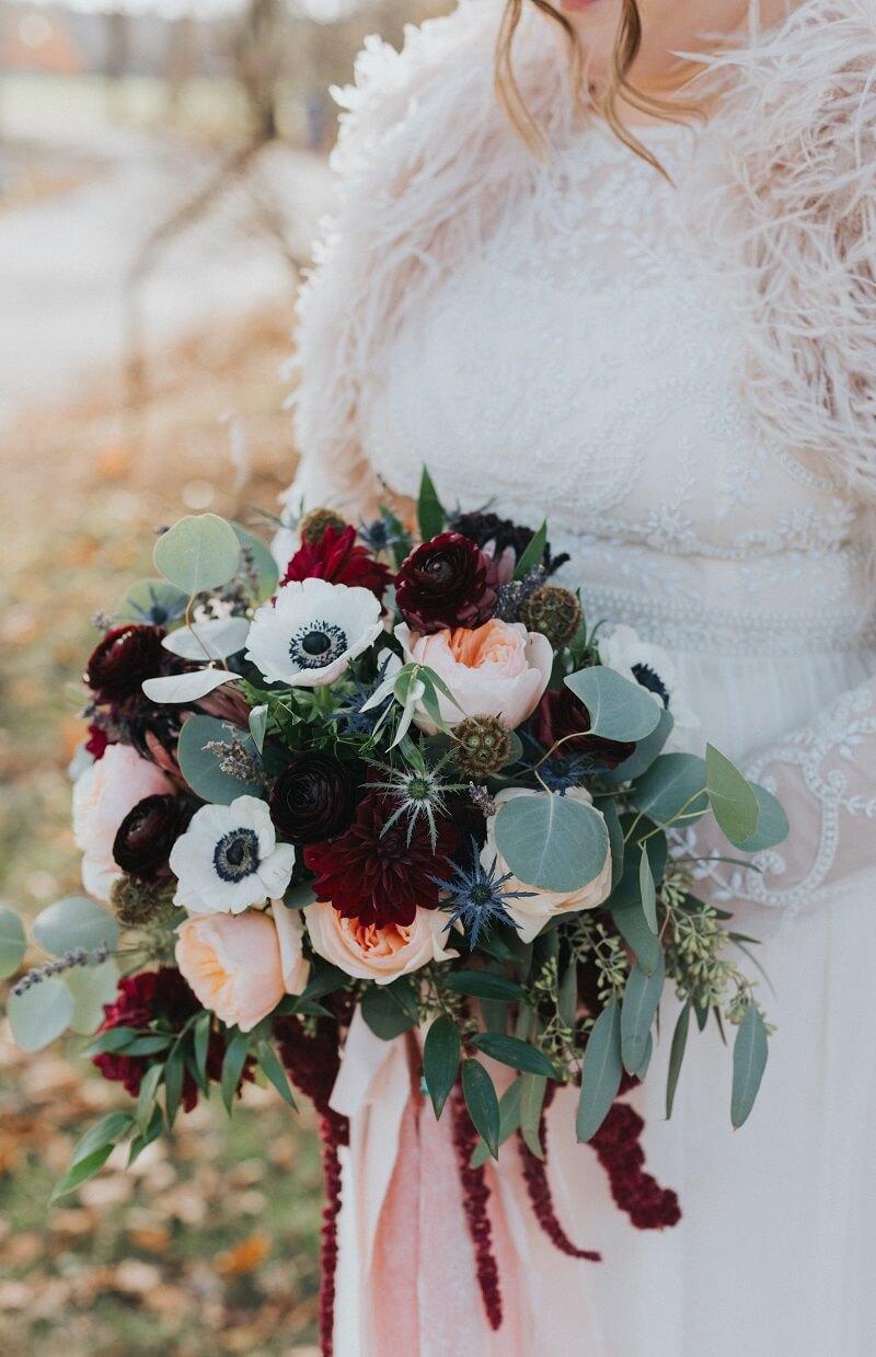 Brautstrauß in Rot und Pfirsich
