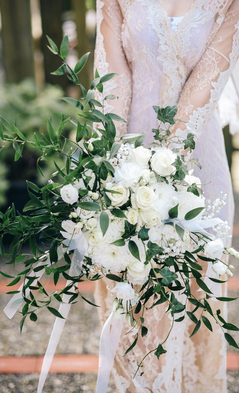großer Statement Brautstrauß in Weiß