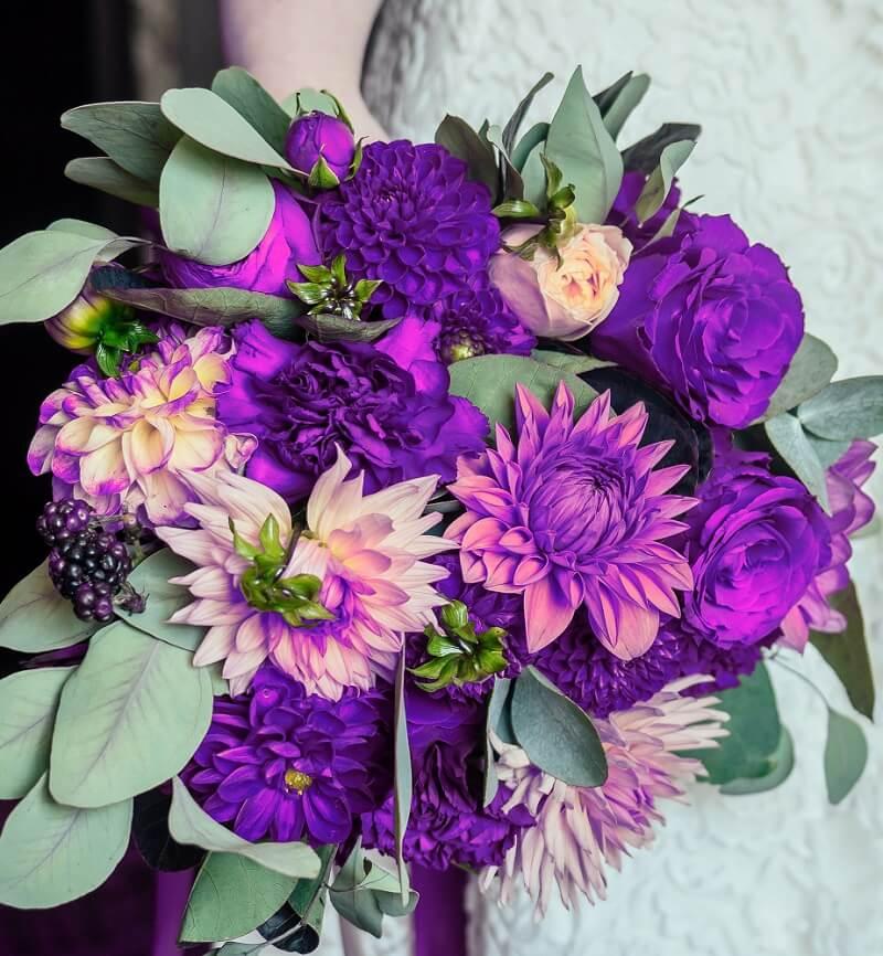 Brautstrauß in Ultraviolet