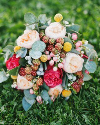 Brautstrauß in knalligen Sommerfarben