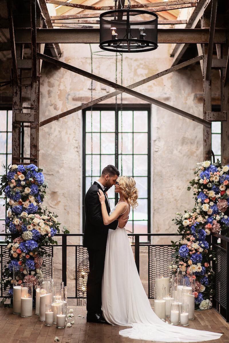 Hochzeitsbogen Alternative, Blumendeko Hochzeit lila