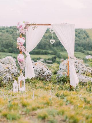 Hochzeitsbogen in Rosa