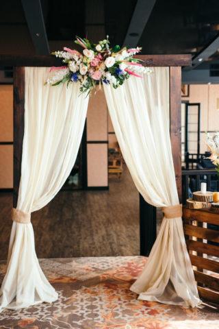 Hochzeitsbogen aus Holz