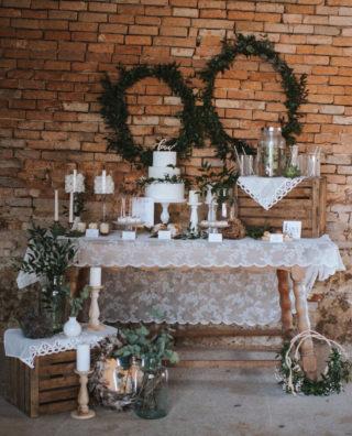 Rustikaler Vintage Sweet Table, Fotografie: Kati Fine Art Photo, Hochzeitstorte & Sweets: Carmens Kuchenwunder