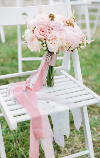 Eleganter Brautstrauß mit Rosa Seidenbändern