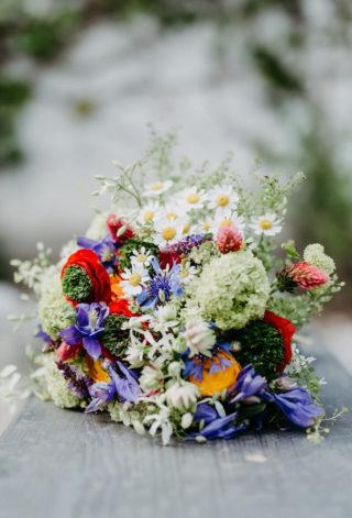 Brautstrauß rustikal mit Wiesenblumen