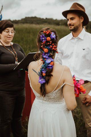 Brautfrisur mit Haarblumen