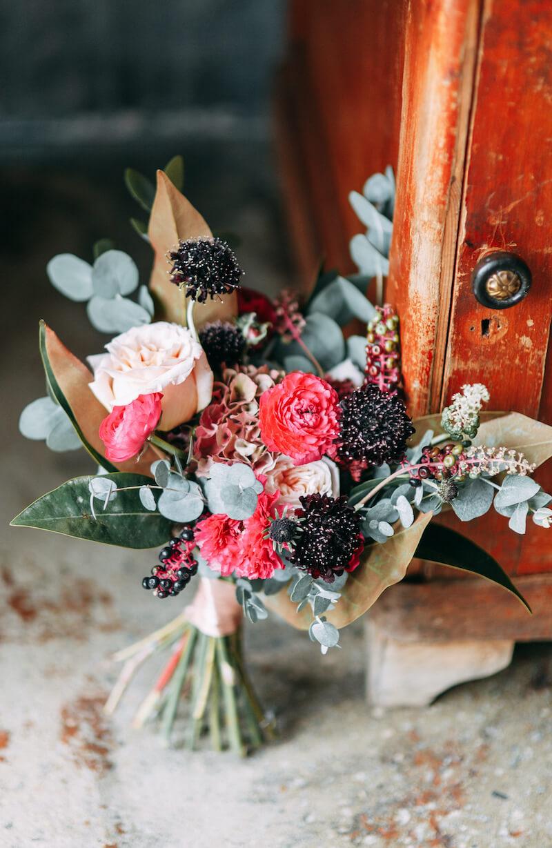 Brautstrauß rot schwarz