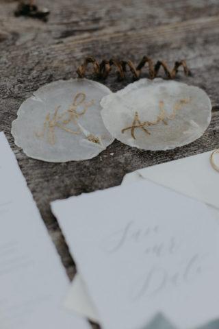 maritime Tischkarten aus Perlmutscheiben, Foto: Anna Enya, Lisa Tröber