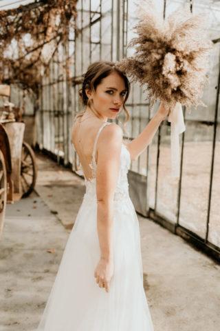 Braut mit Pampasgras Bouquet