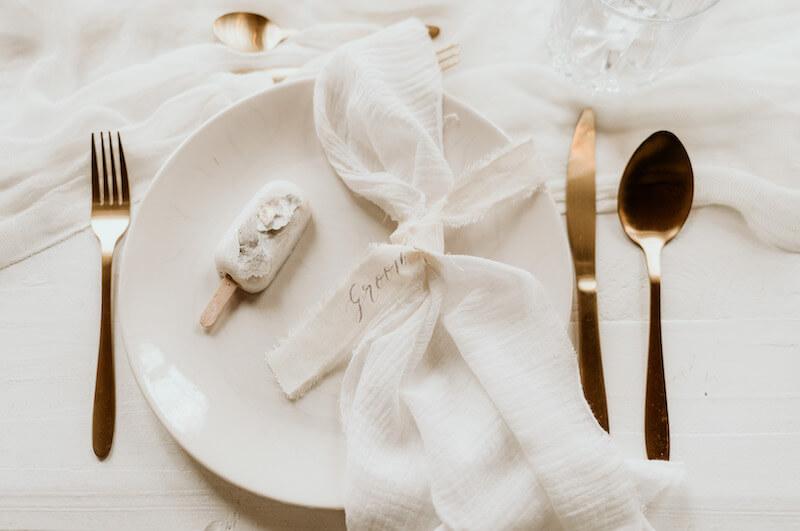 Leinen Serviette mit Tischkarte, Foto: MaRei Photography, Deko: Tischleihendeckdich
