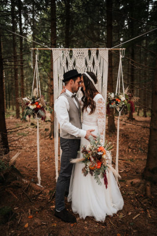 Boho Hochzeitsbogen mit Makramee