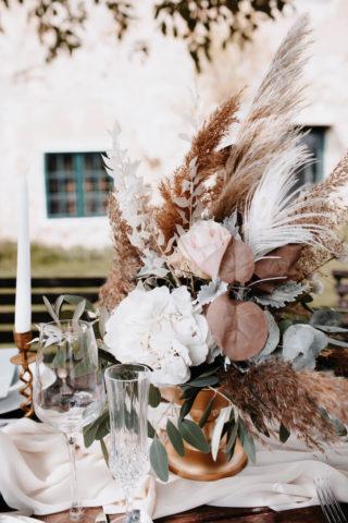 Hochzeitstisch Blumenschmuck Boho Chic, Foto: Monika Pachler-Blaimauer