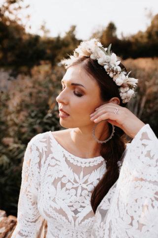 Boho Brautstyling mit Blumenkranz