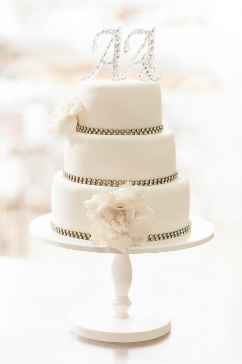 Hochzeitstorte weiß elegant