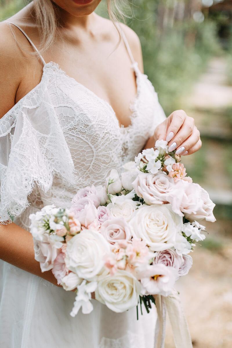 Brautstrauß weiß blush