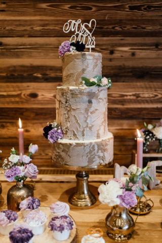 Hochzeitstorte im Baumstammlook