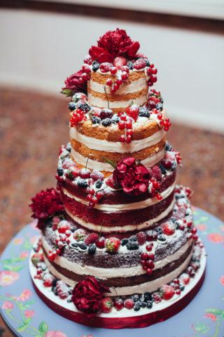 Naked Cake bunt mit Früchten