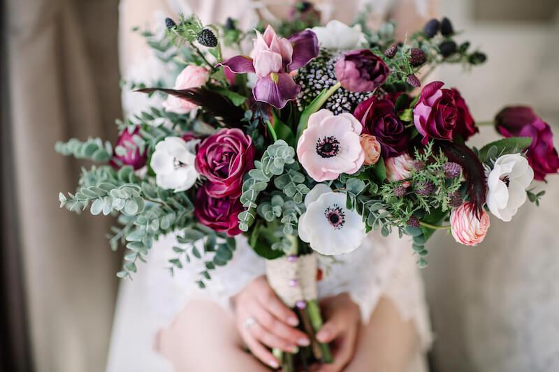 Brautstrauß in Beerentönen
