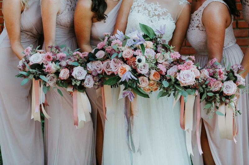 Ein Bild, das Person, Hochzeit enthält.  Automatisch generierte Beschreibung