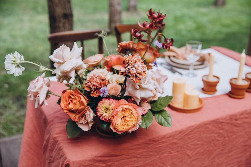 Hochzeits-Tischdeko in Terrakotta