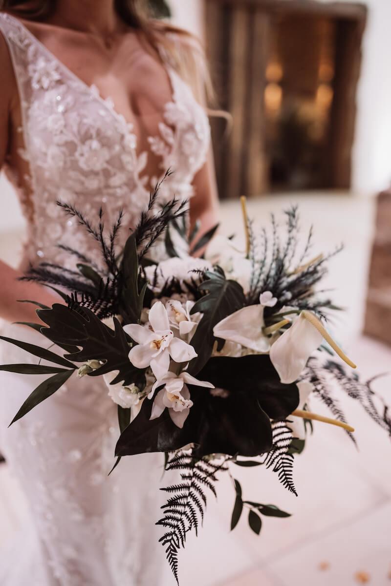 Brautstrauß Weiß Dunkelgrün Elegant Rustic Wedding