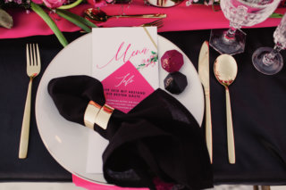 Edgy meets Pink: Rockige Hochzeit - Platzdeko