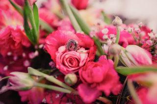 Edgy meets Pink: Rockige Hochzeit - Eheringe