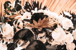 Elegant rustikale Hochzeit - Goldene Palmblätter